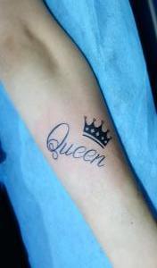 Tatuaje de corona de reina