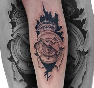 Tatuaje de escudo del Madrid  realizado en nuestro centro de Montera de Madrid