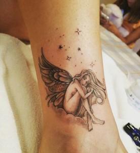 Tatuaje de ninfa en el tobillo