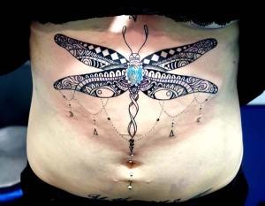 Tatuaje de mandala en forma de mariposa