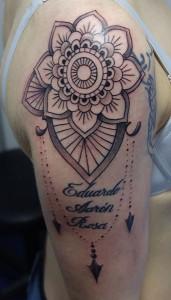 Tatuaje de mandala en brazo