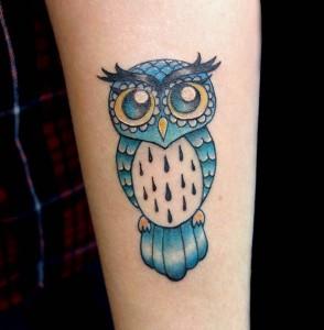 Tatuaje de búho azul