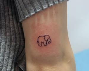 Tatuaje de silueta de elefante