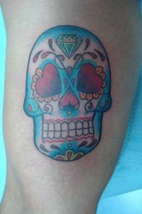 Tatuaje de calavera en tonos azules