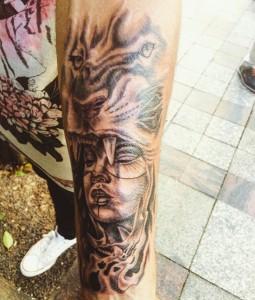 Tatuaje de cabeza de chica y cabeza de tigre