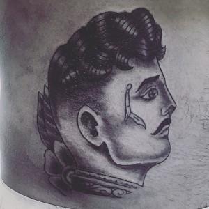 Tatuaje de rostro de hombre