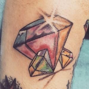 Tatuaje de diamante en varios colores