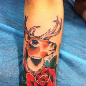 Tatuaje de la cabeza de un ciervo
