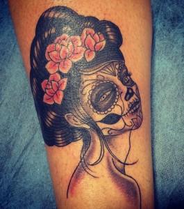 Tatuaje de catrina en brazos