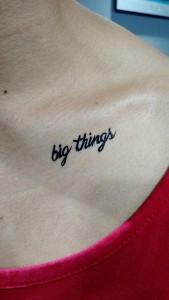 Tatuaje de henna Big Things
