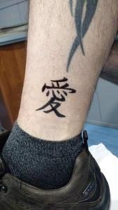 Tatuaje de henna de letra china