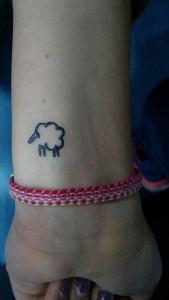 Tatuaje de henna de silueta de oveja