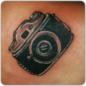 Tatuaje de cámara de fotos antigüa