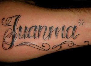 Tatuaje de lettering con el nombre de Juanma