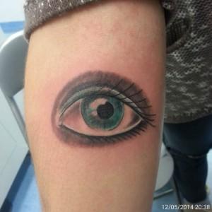 Tatuaje de ojo azul