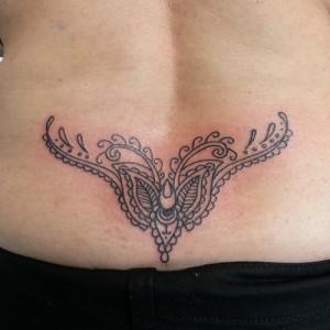 Tatuaje en coxis