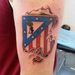 Tatuaje de escudo del Atlético de Madrid