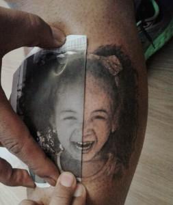 Tatuaje de retrato de una niña