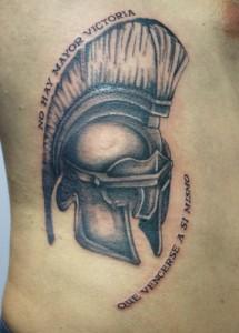 Tatuaje de casco de romano