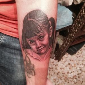 Tatuaje de rostro de niña