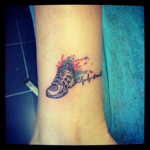 Tatuaje de zapatilla de deporte