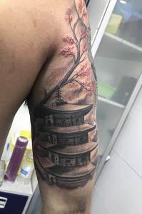 Tatuaje de pagoda china realizado en nuestro centro de Montera de Madrid