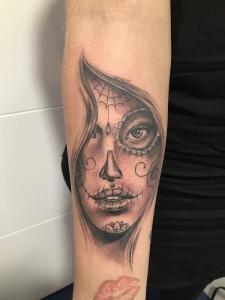 Tatuaje de catrina en gota de lluvia realizado en nuestro centro de Montera de Madrid