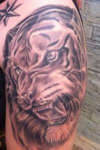 Tatuaje de cabeza de tigre