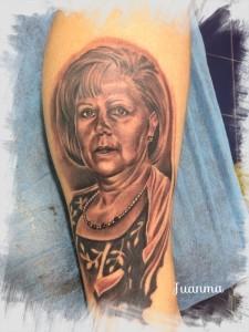 Tatuaje de retrato de mujer