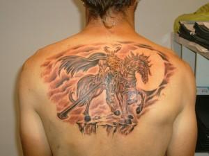 Tatuaje de guerrero encima de su caballo