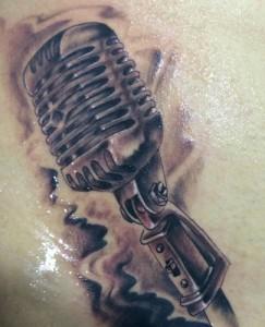 Tatuaje de mircrófono