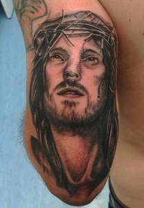 Tatuaje de cara de Jesús