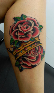 Tatuaje de rosas rojas