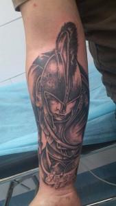 Tatuaje de guerrero con casco