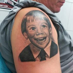 Tatuaje de retrato de niño pequeño