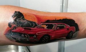 Tatuaje de coche con caballo negro