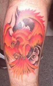 Tatuaje de águila de fuego