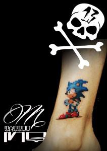 Tatuaje de Sonic en pierna