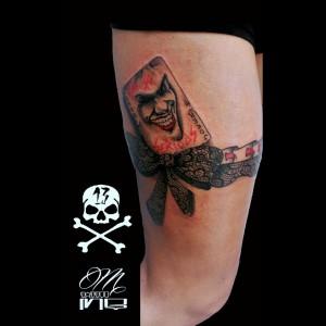 Tatuaje de carta Joker en liga