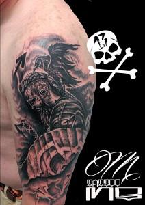 Tatuaje de vikingoy cuervo