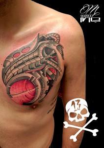 Tatuaje de biomecánico