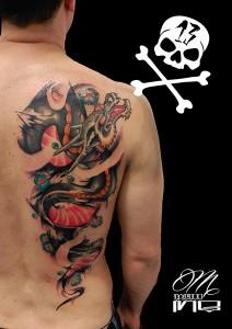 Tatuaje de dragón en espalda