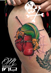 Tatuaje de guantes de boxeo rojos