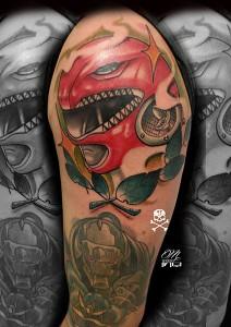 Tatuaje de casco rojo