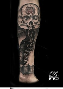 Tatuaje de calavera y moto