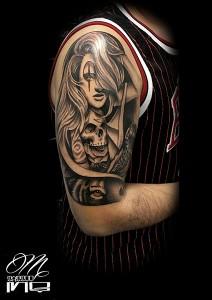 Tatuaje de chica y calavera