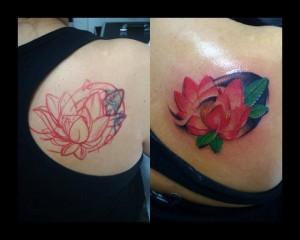 Tatuaje de flor de nenúfar en la espalda