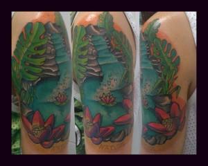 Tatuaje de estanque con nenúfares