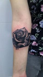 Tatuaje de rosa negra