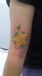 Tatuaje de estrella amarilla